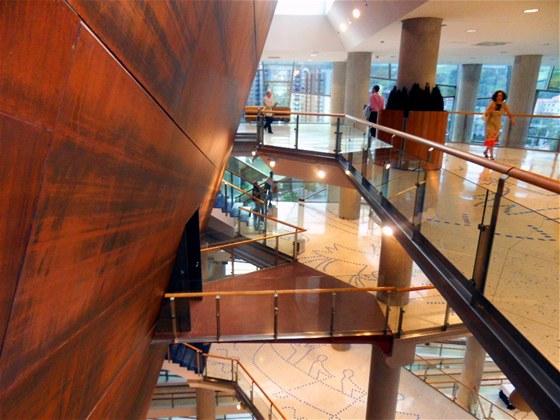 Koncertní síň Euskalduna, vypadá jako skutečná loď.