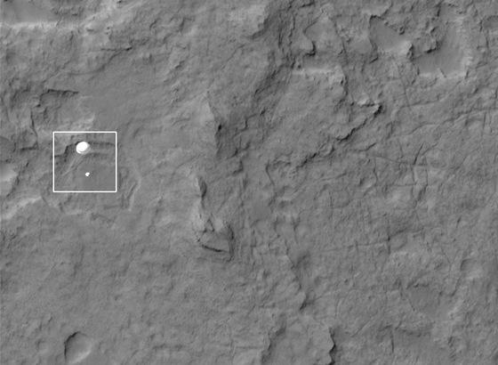 Curiosity přistává, snímek ze sondy Mars Reconnaissance Orbiter (zkráceně MRO)