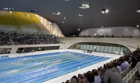 London Aquatics Centre - bazén má netradičně deset drah.