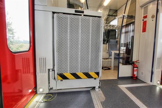 Plošina pro nástup vozíčkářů byla testována jako jedno z prvních zařízení vlaku