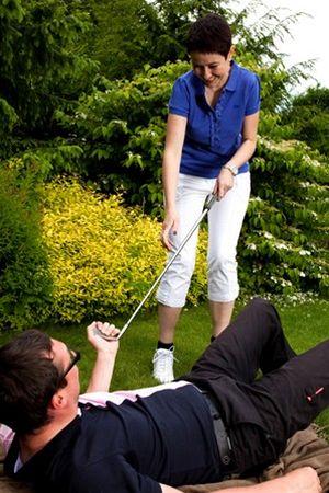žena, co obrací golfistovi život naruby