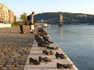 Pomn�k nedaleko ma�arsk�ho parlamentu v Budape�ti p�ipom�n� �idy, kter� nacist�