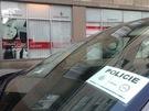 Policejn� v�z p�ed budovou agentury Czechinvest v Praze, kterou za�ala