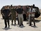Izraelský premiér Benjamin Netanjahu (třetí zprava) a ministr obrahy Ehud Barak