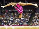 Americk� gymnastka Gabrielle Douglasov� p�i sv� olympijsk� sestav� na kladin�