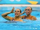 �esk� akvabely Al�b�ta Dufkov� (vlevo) a So�a Bernardov� p�i olympijsk�