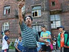 Jan Bandy vyz�v� sousedy z dom� v ostravsk�m P�edn�dra��, aby �li demonstrovat