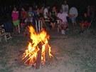 Romové z Přednádraží strávili poslední povolenou noc při zpěvu u ohně. (4. srpna 2012)