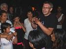 Oldřich Roztočil oznamuje Romům, že od půlnoci nesmějí v domech na Přednádraží bydlet. (4. srpna 2012)