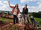 Martin Věchet s dcerou Martou a svými psy Jimem a Adélou na místě, kde letos