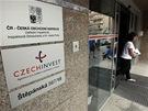 Budova st�tn� agentury CzechInvest b�hem policejn� razie (8. srpna 2012)