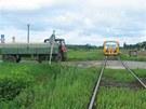 Ke srážce traktoru a vlaku na nechráněném železničním přejezdu v Dohalicích