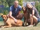 JEHO OPORY. David Bystroň s manželkou Kamilou a svými psími miláčky.