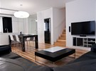 Architekti ze studia Fandament Architects zvolili výraznou dřevěnou podlahu,