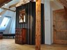 Na podlaze je dubový masiv ve větší šířce a různých délkách kvalitě A až D.