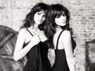 Penélope Cruzová a její sestra Monica v reklamě pro Mango (2009)