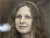 �lenka Pussy Riot Marija Aljochinov� u soudu v Moskv� (4. srpna 2012)