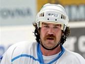 SKORO JAKO HULK HOGAN. Hokejový tvrďák Ryan Hollweg se v nové sezoně bude bít