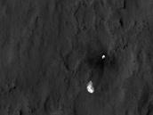 Fotografie padáku ze sondy MRO. Jasně patrné jsou popruhy i zbytek přistávacího...