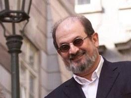 Spisovatel Salman Rushdie se prochází po Praze, kde se zúčastnil Festivalu