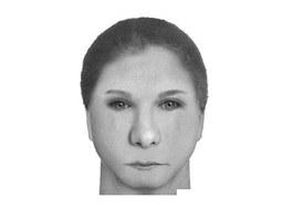 Podobizna mladší ženy, která okradla 94letou seniorku.