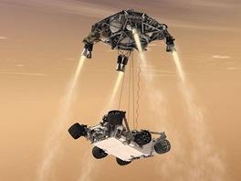V závěrečné fázi přistání se vozítko Curiosity od jeřábu (sky crane) oddělí a