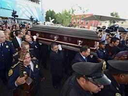 Pondělní pohřeb Chavely Vargasové se stal v Mexiku celonárodní událostí.