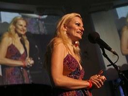 """""""Blond�na"""" Iva Pazderkov� vystoupila v pond�l� v po�adu Na stoj�ka."""