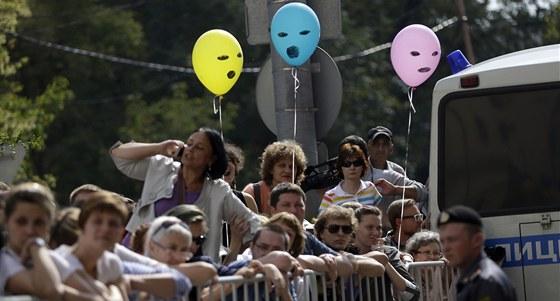 Protesty před budovou soudu, kde probíhá proces s Pussy Riot (17. srpna 2012)
