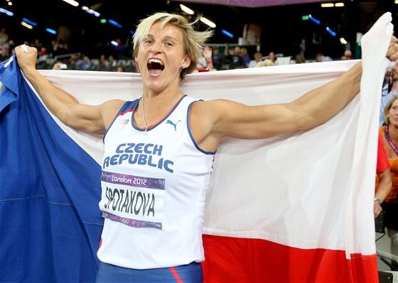 2012. O�t�pa�ka Barbora �pot�kov� oslavuje olympijsk� zlato v Lond�n�. (9.