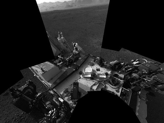 Vlastní portrét lunárního vozidla Curiosity