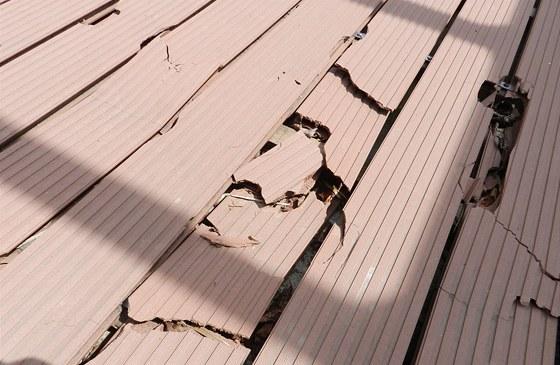Padělky z kompozitních materiálů po pár letech často nesnesou větší zátěž.