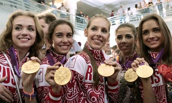 BEZ DIVOK�HO L��EN�. Takto vypadaj� zlat� modern� gymnastky z Ruska v civilu....