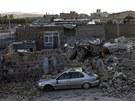 Následky zemětřesení v íránském městě Varzakán (12. srpna 2012)