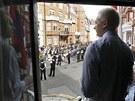 Assange při svém projevu na ekvádorské ambasádě v Londýně (19. srpna)