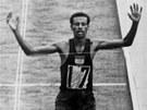 Píše se 21. říjen roku 1964 a Abebe Bikila probíhá jako první cílem