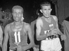 Abebe Bikila a Maročan Rhadi ben Abdesselam v cíli  římského olympijského