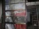Vyhořelé hospodářské stavení, které zapálila porucha na zaparkované dodávce.