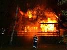 Škoda na vyhořelé chatce je půl milionu korun.
