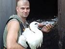 Pracovníci záchranné stanice živočichů zabezpečili nebezpečný průduch...