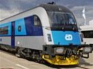 Vizualizace soupravy railjet v barvách Českých drah.