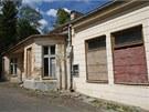 Jedna z budov opuštěného lázeňského komplexu v Jánských Koupelích na Vítkovsku.