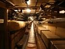 Tímto tunelem od chladírenského centra se přichází do velitelského kontejneru.