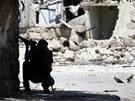 Příslušník syrské svobodné armády během bojů v Aleppu (14. srpna 2012)