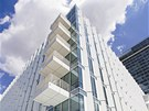Architekt Richard Meier se st�n�c�mi prvky na fas�d� inspiroval v �esk�m