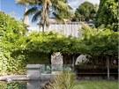 Pohled ze zahrady na dům