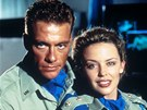 Jean-Claude Van Damme a Kylie Minogue ve filmu Street Fighter: Poslední boj (1994)