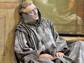 Martin Huba při natáčení filmu Sukničkáři  v táborském divadle.