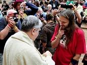 Svatého přijímání se v pátek zúčastnil i zakladatel festivalu Martin Věchet