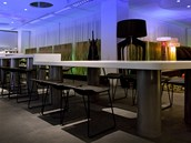 """""""Lobby bar"""" je ur�en� jako p��jemn� z�zem� host�."""